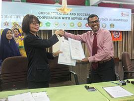 STIKes Mitra Husada Medan melakukan Penandatanganan MoU dengan Life Saving Training Centre Singapura