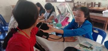 Kegiatan Bakti Sosial di Samosir, Dosen dan Mahasiswa STIKes Mitra Husada Medan yang bekerjasama dengan Yayasan Surya Kebenaran Internasional (YSKI) 05 Juli 2019