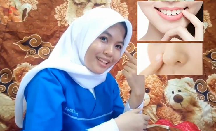 Mahasiswa STIKes Mitra Husada Medan memberikan edukasi cara pencegahan penularan Virus Corona (COVID-19)