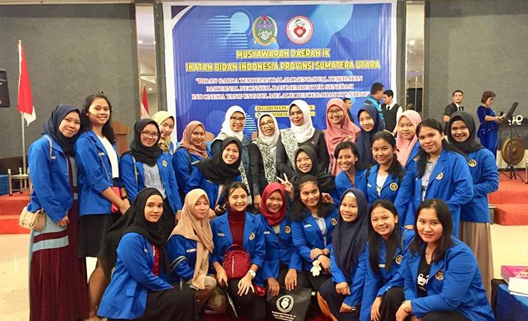 Mahasiswa Prodi Sarjana Terapan dan Profesi Bidan mengikuti Kegiatan Seminar IBI