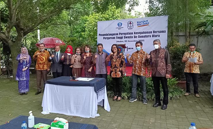 Foto Bersama STIKes Mitra Husada Medan dalam Acara Penandatanganan Pernyataan Kesepahaman Bersama Perguruan Tinggi Swasta Se Sumatera Utara