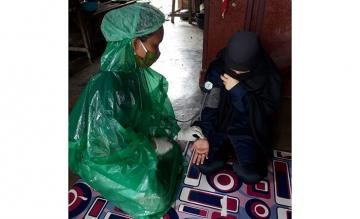 Mahasiswa STIKes Mitra Husada Medan menjadi relawan dalam mencegah penyebaran Covid-19 di Desa Silumboyah Kabupaten Dairi
